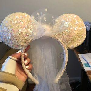 Disney Bride Minnie Mouse Ears OS white sequins